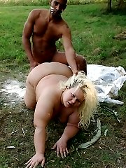 BBW hottie Amanda enjoys a thick meat outdoors and gets her pretty face jizzed
