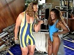 Watch a slutty ebony fox sucking a muscular guys cock at the gym