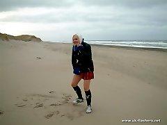 Blondie pissing in the beach