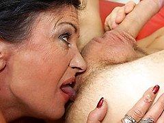 This anal loving mature slut gets a warm surprise