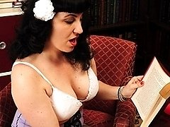 Naughty burlesque housewife and her pussypump