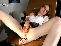 Sweet Sadie fucking her pink butt