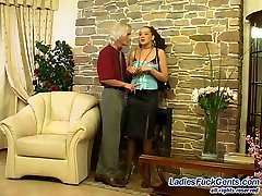 Sweltering damsel readily taking out her string-on to nail guy�s banghole