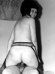 Kinky groups having a shag, the odd bottle and more, raw early 1960s style! Super rare photos!