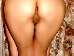 Blonde slut hiking up her skirt to showw of smooth ass!