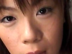 Ami Nishimura med heta röv får vibrator och fingrar i crac