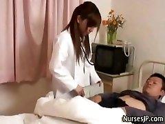 Kåt japansk sykepleier jente erter