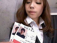 Bureau adolescent Aiko Hirose rasage de la chatte à la crème