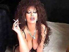 Classique gros seins Cougar de Fumer et Toying