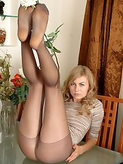 Kinky gal with killer body exposing her feet in grey reinforced toys tights