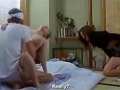 Japán feleségével másik ajtós
