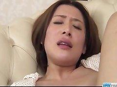 Emi Orihara يوفر رائعة منفردا على طول لها t