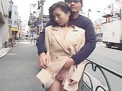 japonaise soumise exhibee en public, putain maritale