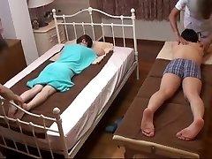 בעלי שעונים אישה יפנית מקבל שובב עיסוי - 2