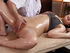 Ai Sayama Ai Sayama Ottiene Un Massaggio Completo del Corpo - MilfsInJapan