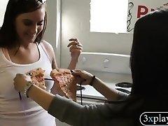 女の子用ピザとビキニは食べられる人