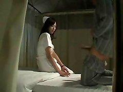 暑い日本の看護師は患者Fucks