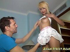 înalt fată thai plăcerea de strans anus