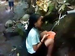 Indonesien-girl-outdoor-Dusche Natur