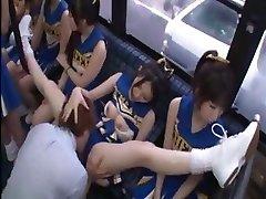 Geiles japanischen Cheerleader in einer heißen Gruppe sex ficken für alle