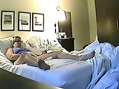 Hidden sex web cam filmed a super-naughty minx jilling off
