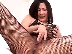 Megumi Haruka étonne dans sa coquine en solo pla