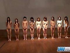 Nackte japanische Küken