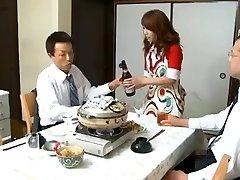 הבוס ואת הפקודים אשתו מיסה יוקי