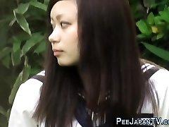 Teen אסיה מורח ומשתינה
