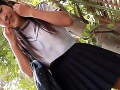 פורנו רך אסיה תלמידת בית ספר תחתונים מתחת לחצאית להקניט