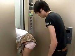 Japāņu Skolniece Ieslodzījuma uz Liftu 3