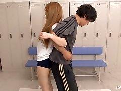 Fitness-training verwandelt sich in flotter Dreier für niedliche asiatische chick