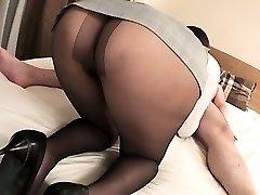 Mai Asahina takes on a phat jizz-shotgun in her pantyhose riding