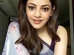 Kajal Aggarwal Showing Armpits and Boobs in Sleeveless Saree