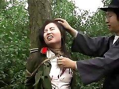 A kínai hadsereg lány kötve fa 1