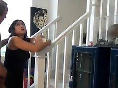 chubby azijskih nečak sranje in creampie na stopnicah