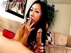 TIA Ling lubi ssać na papierosy i twardy kutas raz