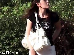 Chinese ho secretly pees