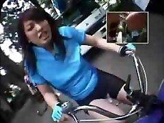 echitatie dildo-biciclete în public