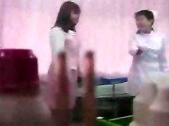 Azijske dekle luščenje na medicinski izpit