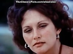 Linda Lovelace, Harry Reems, Dolly Sharp in classical fuckfest