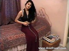 영국의 인도 여자 샤바 나 아 알마티에 복고풍르