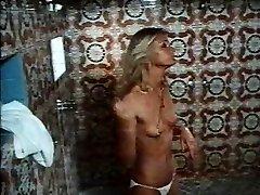 1970 film Tvrdé Erekcie sprcha sex scene