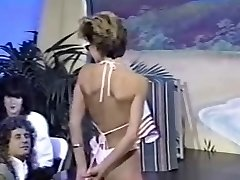 Trio retro sans bra bikini contests
