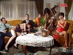 (ג) מונה ליסה & אניטה בלונדינית - מסיבת סקס