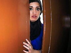 21 Ετών Προσφύγων Στο Δωμάτιο Του Ξενοδοχείου Μου Για Το Σεξ - ArabsExposed