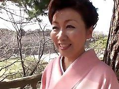 39 let stare Yayoi Iida Pogoltne 2 Obremenitve (Necenzurirano)
