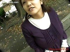 Japonaise Femme Enceinte avec des Seins Énormes