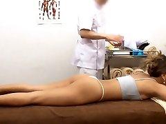 Asiatique massage de réflexologie 2