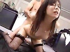 Japanski zaposlenik radi njezin šef je malo nakon seksa nagrada